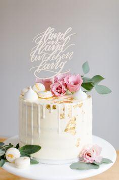 """Cake Topper Hochzeit """"Hand in Hand ein Leben lang"""", Tortentopper für Hochzeit aus Naturholz › Hochzeitsdekoration - The Little Wedding Corner Shop Naked Cakes, Vanilla Cake, Cake Toppers, Desserts, Wedding, Food, Live Long, Wedding Pie Table, Celebration"""