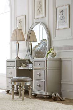 The Havertys Brigitte vanity with mirror brings the old Hollywood glam look to your bedroom. A a platinum finish with polished hardware and a large oval mirror makes this piece simply stunning.