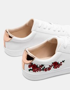 finest selection a57c8 02dff Zapatilla bordado flores detalle metalizado Zapatillas Mujer, Botas,  Zapatillas Nike, Calzado Nike,