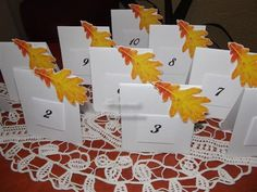 Numere de masa, asortate cu tema nuntii, toamna.  Imaginea poate fi la alegerea dv, poate fi orice tematica  Se pot realiza plicuri de bani, meniuri, carduri de asezare, carduri de multumire, guest book asortate.  Se realizeaza pe comanda