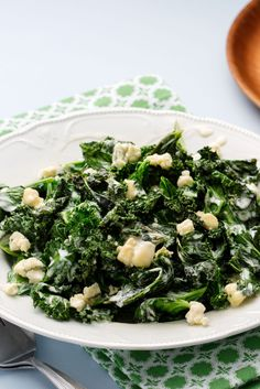 Warm Keto Kale Salad - Packed with Flavor and Nutrition - Diet Doctor Kale Salad Recipes, Salad Recipes Video, Keto Foods, Warm Kale Salad, Comida Keto, Sauteed Kale, Low Carb Keto, Easy Meals, Cauliflowers