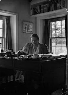 Pearl S. Buck, also known by her Chinese name Sai Zhenzhju I Am A Writer, Book Writer, Book Authors, Writing A Book, Writers Desk, Writers Write, Work Pictures, Book People, I Love Books