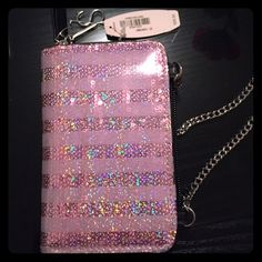 iPhone 5 Victoria's Secret Wrislet Brand new with tags iPhone case from VICTORIAS SECRET. Case has several credit card slots and zips around. The item also has a chain to use cross body. Never has been used! The case has a sparkly✨touch to it! Super cute! Fits an iPhone 5! Victoria's Secret Accessories Phone Cases