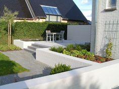 Terras op tussenniveau. Outdoor Spaces, Outdoor Living, Outdoor Decor, Garden Steps, Backyard, Patio, Interior Garden, Contemporary Landscape, Garden Inspiration