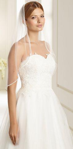 Fabulous veil S136 from Bianco Evento #biancoevento #veil #weddingdress #weddingideas #bridetobe