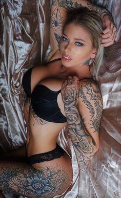Get Inspired by tattoo girls Hot Tattoo Girls, Sexy Tattoos For Girls, Tattoed Girls, Inked Girls, Tattoos For Women, Tattooed Women, Hot Tattoos, Body Art Tattoos, Girl Tattoos