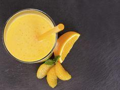 Смузи – вкуснейший напиток, полезный как для здоровья, так и для фигуры. Для его приготовления могут использоваться различные ингредиенты: фрукты, ягоды, молоко, сок, йогурт и т.д. Предлагаем вам 20 рецептов смузи, из которых вы сможете выбрать свой любимый напиток