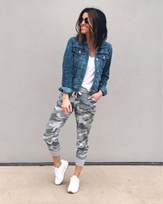 We LOVE versatility with our wardrobe. We love the pieces that never go out of style! Grab your denim jacket collection and get ready for some outfit inspiration! Legging Outfits, Jogger Outfit, Athleisure Outfits, Sporty Outfits, Cute Outfits, Camo Leggings Outfit, Denim Jacket Outfits, Denim Joggers Outfit, How To Wear Joggers