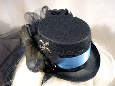 So obsessed with these mini top hats.