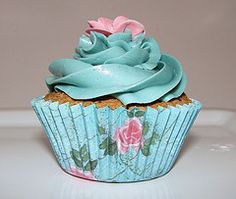 teal and pink icing that matches the cupcake liner...brilliant!! Floral Cupcakes, Pretty Cupcakes, Beautiful Cupcakes, Pink Cupcakes, Yummy Cupcakes, Wedding Cupcakes, Cupcake Cookies, Cupcake Fondant, Valentine Cupcakes
