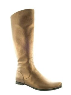 Hand and custom made, flat leather boot. Made of golden calf leather