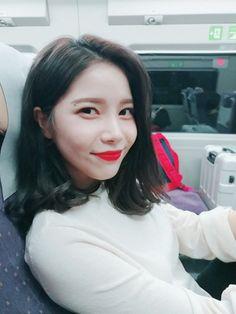 Taken by Solar's fan: MoonByul Kpop Girl Groups, Korean Girl Groups, Kpop Girls, Mamamoo Kpop, Solar Mamamoo, Cute Memes, Soyeon, Rainbow Bridge, Taeyong