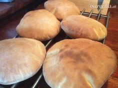 Pita chlieb (fotorecept) - recept | Varecha.sk Hamburger, Pie, Bread, Food, Basket, Torte, Cake, Fruit Cakes, Brot