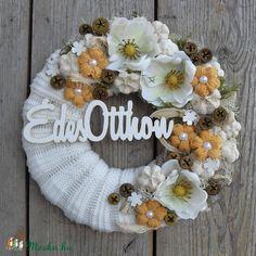 Meska - Napfény - ajtódísz anniesdesign kézművestől Topiary, Burlap Wreath, Flower Arrangements, Flowers, Design, Home Decor, Crowns, Winter, Creative