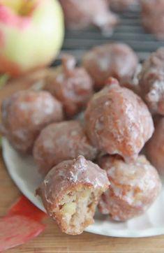Apple Fritter Doughnut Bites Recipe Apple Desserts, Apple Recipes, Dessert Recipes, Hashbrown Hamburger Casserole, Pie Pops, Crunch Cake, Homemade Donuts, Apple Fritters, Fresh Apples