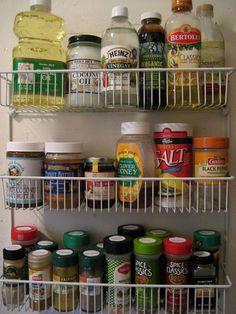 Stunning 30+ Amazing Storage Hacks on a Budget For Small Kitchen https://gardenmagz.com/30-amazing-storage-hacks-on-a-budget-for-small-kitchen/