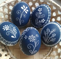 Cute Easter Bunny, Happy Easter, Pottery Painting, Dot Painting, Egg Shell Art, Ukrainian Easter Eggs, Egg Art, Egg Decorating, Easter Crafts