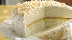 Ambrosia Cake -Ingredients for Cake and Frosting: 1 box Betty Crocker® SuperMoist® white cake mix Water, vegetable oil and egg whites called for on cake mix box. Just Desserts, Delicious Desserts, Yummy Food, Yummy Yummy, Betty Crocker, Tropic Cake, Ambrosia Cake, Cookie Cake Pie, Cake Mix Recipes