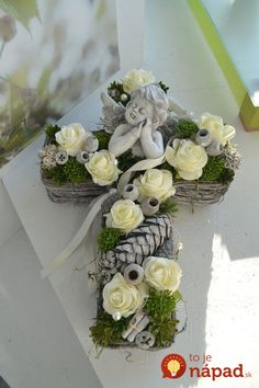Grave arrangement, All Saints Day, memorial day cross, angel You are in the right place about funeral black Here we offer you the most beautiful pictures about the funeral party you are looking for. Grave Flowers, Cemetery Flowers, Funeral Flowers, Arte Floral, Cemetery Decorations, Funeral Flower Arrangements, Memorial Flowers, All Saints Day, Sympathy Flowers