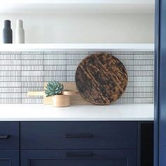 Sharing a gorgeous installation of one of our more famous collections Savoy - Beach Kitchens, Cool Kitchens, Best Bathroom Tiles, Bathrooms, Navy Cabinets, Bath Fixtures, Home Decor Kitchen, Kitchen Ideas, Kitchen Backsplash