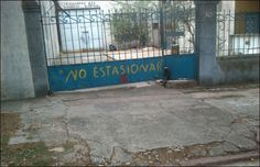 Cerca del Hospital Español, una emergencia para la ortografía. Gracias Javitz.