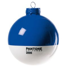 Seletti surprises us even for Christmas. Badini Createam and Selab give us this colorful set of Christmas balls: the Pantone Xmas Balls. Another classic object revisited with colors PANTONE UNIVERSE ™ to dress impeccably the Christmas tree. Pantone 286, Bleu Pantone, Azul Pantone, Pantone Color, Blue Christmas, Christmas Baubles, Holiday Ornaments, Xmas, Christmas Tree