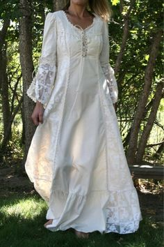 My mama baught me Gunne Sax and I loved it Vintage Gowns, Vintage Outfits, Vintage Fashion, Long Sleeve Maxi, Maxi Dress With Sleeves, White Nightgown, Casual Dresses, Fashion Dresses, Hippy Chic