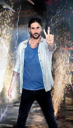 Melendi - La Voz 4 - © Mediaset Crushes, Vest, Long Hair Styles, Guys, Denim, Jackets, Fashion, Tatted Men, Beautiful Men