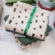 Gift Wrapping, Gifts, Christmas, Gift Wrapping Paper, Presents, Wrapping Gifts, Gift Packaging, Gifs, Wrapping