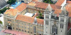 Encravado no coração da maior cidade do Brasil, o Mosteiro de São Bento é destaque no centro da cidade de São Paulo, especificamente no Largo de São Bento. Em meio à agitação da grande cidade, tornou-se um oásis de paz, silêncio e fé. Difícil passar sem perceber a imponência do prédio histórico que foi construído entre 1910 e 1912. O edifício segue a os traços da arquitetura germânica e abriga, além do mosteiro, a Basílica Abacial de Nossa Senhora da Assunção, o Colégio São Bento e a…