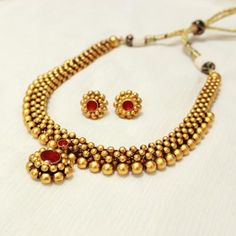 MAHARASHTRIAN THUSHI WITH RED PENDANT India Jewelry, Gold Jewelry, Beaded Jewelry, Jewelery, Jewellery Designs, Jewelry Patterns, Necklace Designs, Gold Bangles, Bangle Bracelets