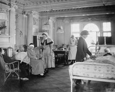 Dr MacNeil and Miss Flower (matron) attend to patients in the surgical ward or Sisters and Voluntary Aid Detachment (VAD) of a women's hospital at Chateau Mauricien, Wimereux, France, during the First World War. Vintage Nurse, Vintage Medical, Battle Of The Somme, World War I, Old Pictures, First World, France, Black And White, Wwi