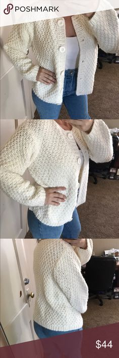 """Lisa international oversized sweater Really cute cream puffy sweater 85% acrylic 15% wool 24"""" pit to pit 24"""" long Vintage Sweaters"""