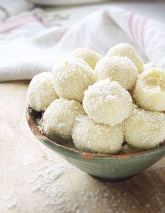 5-Minute+Recipe:+White+Chocolate+Coconut+Truffles+ +eatwell101.com