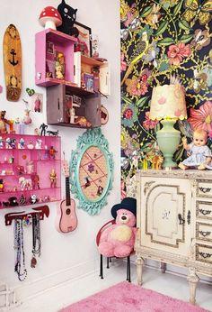 Habitación infantil bohemia con mueble de adultos | the boo and the boy: eclectic kids' rooms