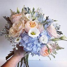 Dreaming of long Summer days... Bouquet by @thefloraldesignboutique . . . #meijerroses #flowers #flowerstagram #flowerpower #weddings #weddinginspiration #flowerslover #weddingflowers #weddingideas #bride #flowermagic #weddingday #weddingstyle #weddingtime #weddinginspo #weddingseason #bridetobe #photooftheday #weddings #weddingdecor #weddingparty #flower #flowerstalking #bohowedding #rusticwedding