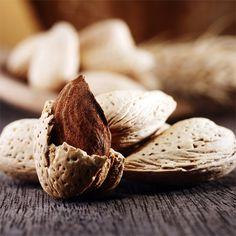 Die NUII-Sticks Almond & Java Vanilla sind umhüllt von zarter Milchschokolade mit knackigen Mandeln.  Eine unwiderstehliche Kombination für ein einzigartiges Geschmackserlebnis. 🍨 . Les bâtonnets NUII Almond & Java Vanilla sont enrobés de chocolat au lait croquant et de généreux éclats d'amandes.  Une alliance irrésistible pour une expérience gourmande unique. 🍨 . #Nuii #IceCream #IceCreamAdventure #JavaIsland #JavaVanilla #MilkChocolate #Almonds Stuffed Mushrooms, Vegetables, Unique, Instagram, Food, Almonds, Milk, Wedding Ring, Greedy People