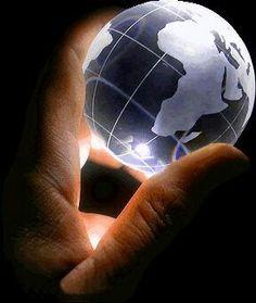 Ma cos'è poi che ci dà la sensazione di eleganza in una soluzione, in una dimostrazione? È l'armonia delle diverse parti, la loro simmetria, il loro felice equilibrio: in una parola, è tutto quello che introduce un ordine, quello che dà unità, che ci permette di vedere chiaramente e comprendere in un sol colpo l'insieme e i dettagli. - Jules Henri Poincaré #mattamatica