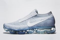 First debuted during the COMME des GARÇONS's SS17 collection runway show earlier this week, the CDG for Nike VaporMax has finally been officially unveiled. Avantgarde Mode, Nike Tennis Shoes, Running Shoes Nike, Sports Shoes, Runway Fashion, Fashion Shoes, Fashion Tips, Fashion Trends, Fashion Models