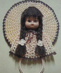 porta pano de prato carinha de boneca e crochê.