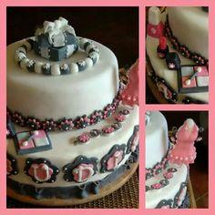 makeup & jewels Tasty, Jewels, Cake, Desserts, Food, Pie Cake, Jewelery, Meal, Cakes