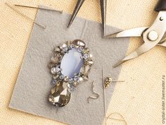Relief and color reflex create elegant earrings for a couple of hours - Fair Masters - handmade, handmade Bead Embroidery Tutorial, Bead Embroidery Jewelry, Beaded Embroidery, Brooches Handmade, Earrings Handmade, Handmade Jewelry, Wire Jewelry, Jewelry Crafts, Beaded Jewelry