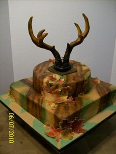 Birthday Cake For A Hunter WASC & Chocolate Cake with BC icing. Airbrushed trees in background with rice paper leaves. The antlers were. Wasc Cake Recipe, Icing Recipe, Delicious Cake Recipes, Yummy Cakes, Hunting Themes, Hunting Cakes, Hunting Birthday Cakes, Camouflage Cake, Camo Party