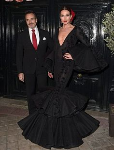 Nieves Álvarez y Marco Severini Spanish Woman, Spanish Style, Spanish Dress Flamenco, Haute Couture Gowns, Spanish Fashion, Pretty Dresses, Balmain, Dress To Impress, Evening Dresses