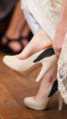 Melissa Incensa de Asa preta combina com um dia especial que toda mulher sonha em ter! #melissa #shoes #wedding