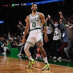 Nba Players, Basketball Players, Basketball Court, Basketball Iphone Wallpaper, Basketball Videos, Jayson Tatum, Tristan Thompson, Boston Celtics, Kobe Bryant