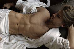 Mario-Skaric-Portraits-Of-Seduction-Thomas-Synnamon-Burbujas-De-Deseo-05.jpg (1000×666)