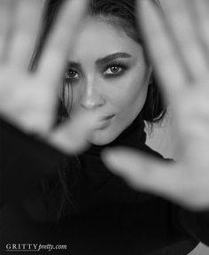 Creative Portrait Photography, Portrait Photography Poses, Photography Poses Women, Editorial Photography, Glamour Photography, Lifestyle Photography, Self Portrait Poses, Digital Photography, Black And White Photography Portraits
