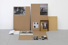 Özlem Altin, »Standing or left standing«, 2009, MDF boards, book, photocopies, photographs, prints, glass, 100 x 175 x 73 cm