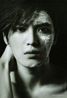 Kim Jaejoong... Such a playboy.
